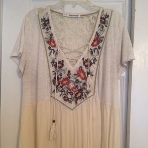 Flowy, White embroidered floral Top